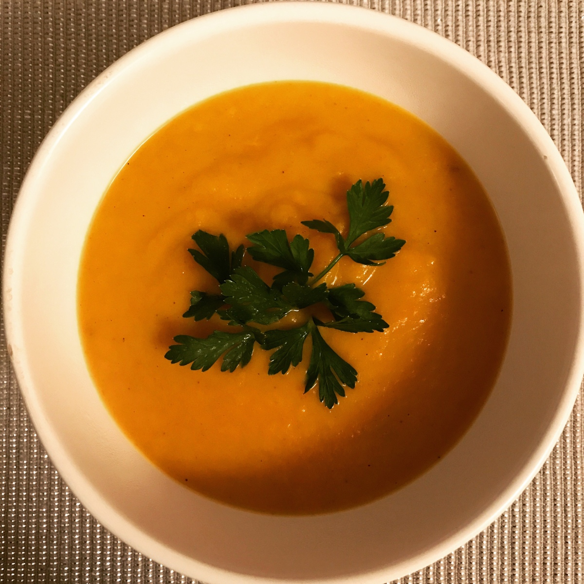 Spicy ginger and carrot soup