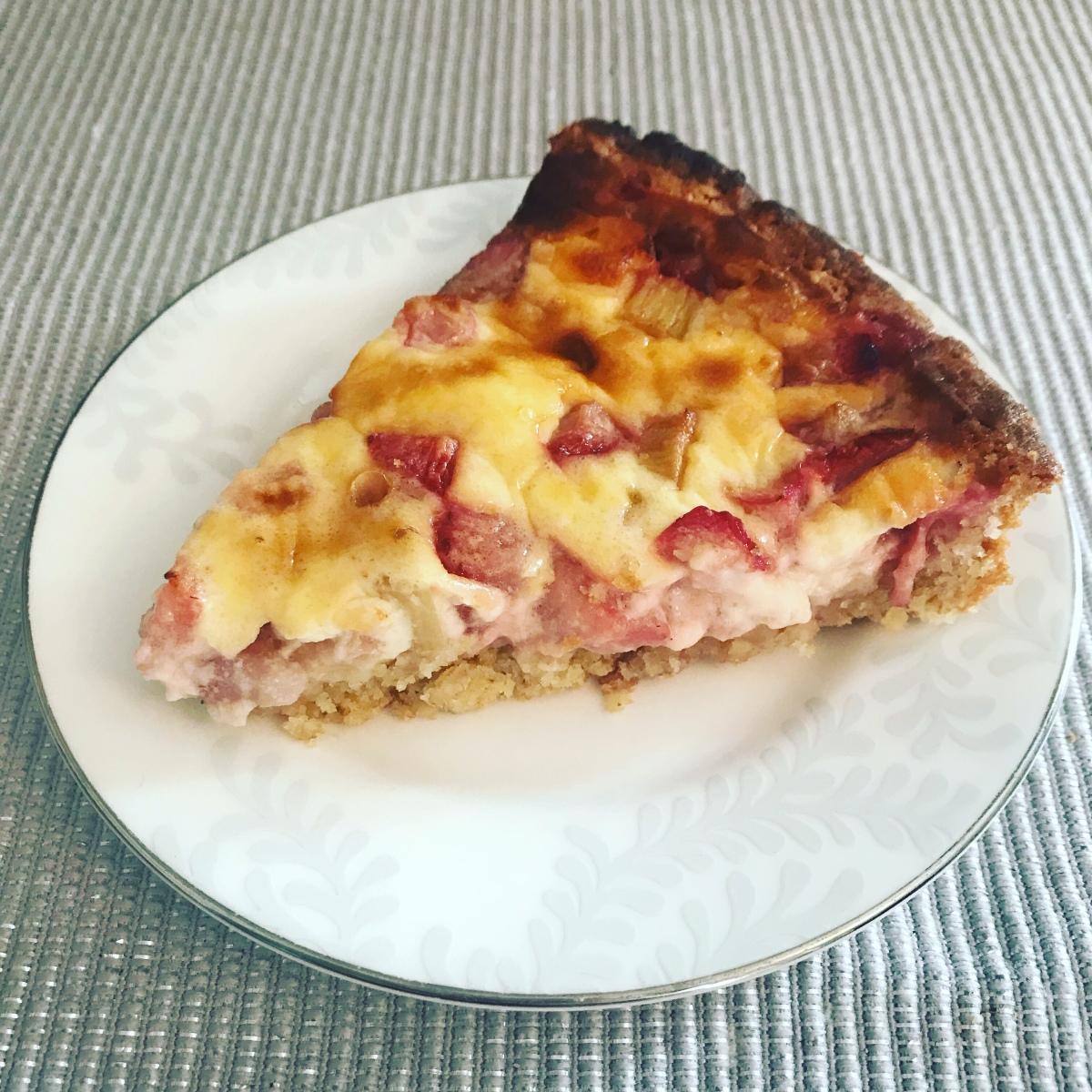Rhubarb and strawberrytart